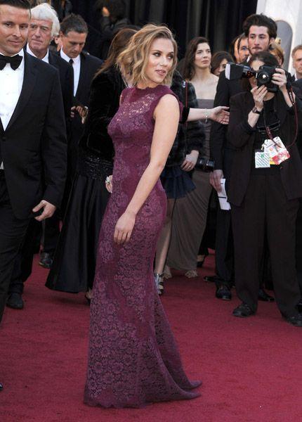 Scarlet Johannson in Dolce & Gabbana Oscars 2011