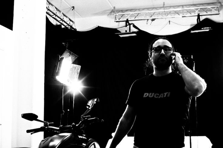 Backstage dello shooting con Adriana Hula per Ducati. #ducati #diavel #shooting #studio #backstage #model #motors #moto