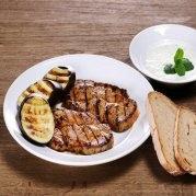 Krkovice s česnekovou marinádou a lilkem (stránky o grilování!)