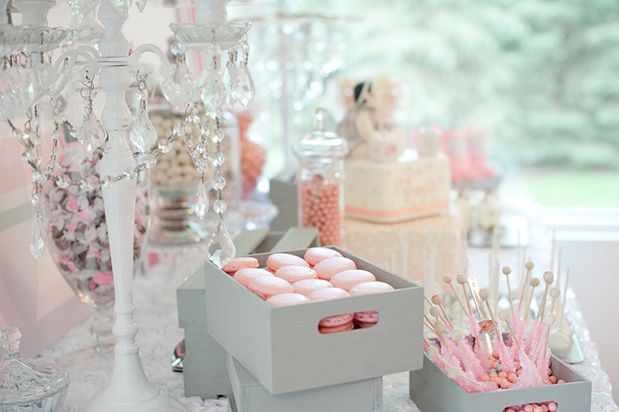 love this baby shower decor