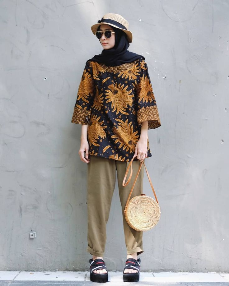 """4,520 Likes, 97 Comments - Nining 니닝 (@niningxx) on Instagram: """"This batik blouse from @fahdrobe, love it! ❤ . . . Via @lucky.management ✨"""""""