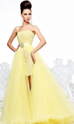 DCSH21165 Make a lasting impression in this stylish creation. This lace embroidered dress features a strapless design and sweetheart cut neckline. This mid-thigh length dress is highlighted with a jewelled waistband and detachable sheer skirt overlay. Available colour: Yellow.