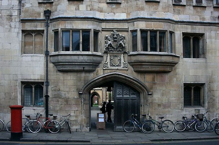 Bicycles outside of Pembroke College.