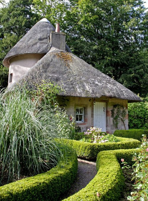 Cottages Houses: Thatched-roof cottage.
