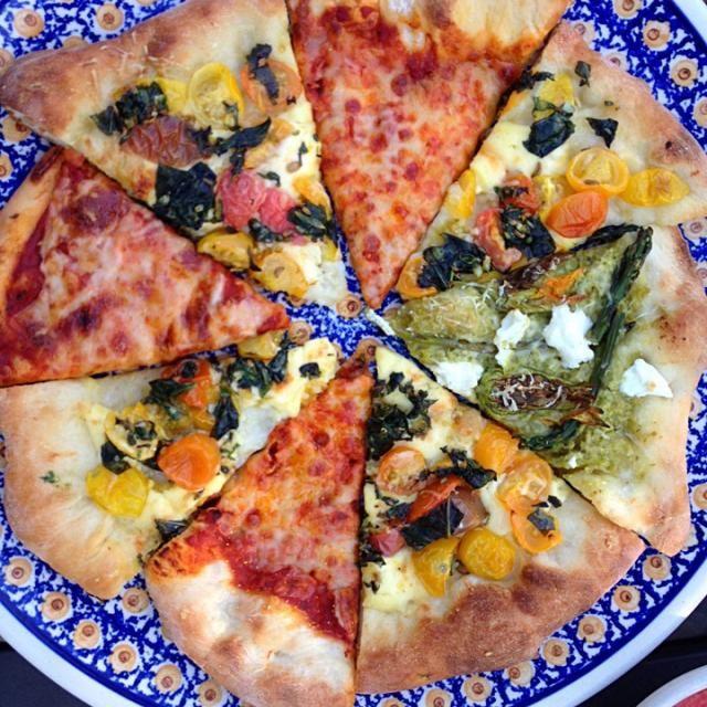 レシピとお料理がひらめくSnapDish - 13件のもぐもぐ - Three vegetarian pizzas by Matthew Cashen