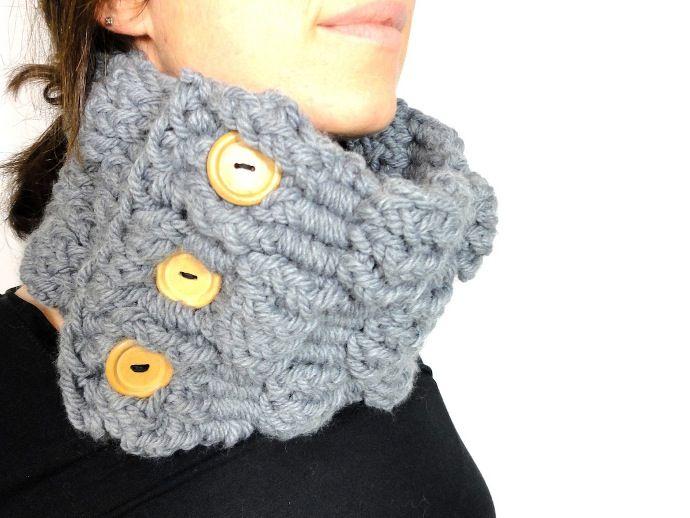 Como hacer bufanda cuello botones madera con telar largo - Como hacer una bufanda de lana gorda ...