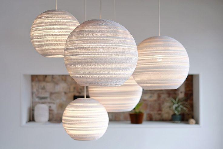 Deze bollen zijn van karton! Mooi voor in een hoge nok. Van Flinders.nl