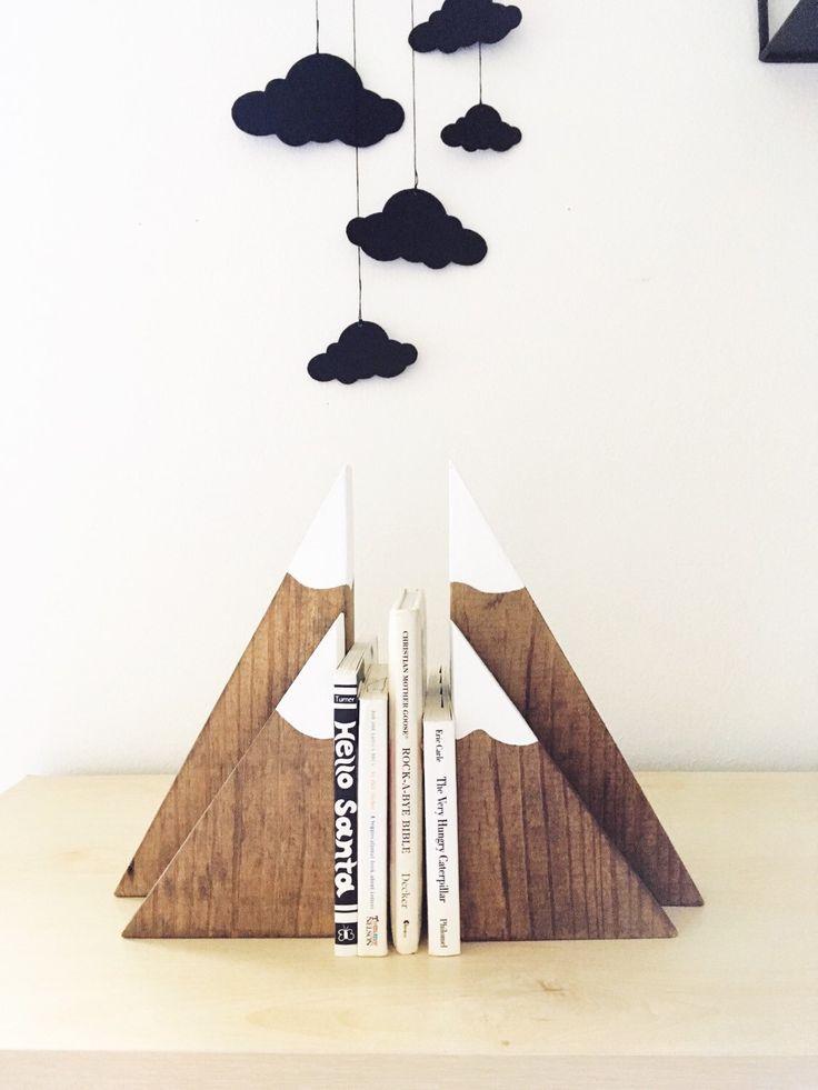 Teinté bois montagne serre-livres (grand et petit ensemble), montagnes en bois, serre-livres enfants, blocs de montagne, chambre d'enfant woodland par SpilledMilkDesigns sur Etsy https://www.etsy.com/fr/listing/464164720/teinte-bois-montagne-serre-livres-grand