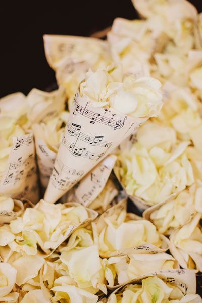 This bride made these gorgeous cones to hold the petals. Image: Linda Truong Photography