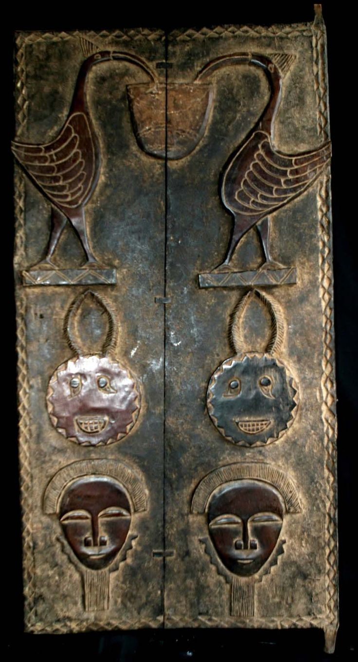 L'entrée des artistes... ! / Carved wood door. / Porte de maison du peuple des Baoulés. / Carved wood - House door from the Baoule people. / Côte d'Ivoire. /  Ivory Coast.