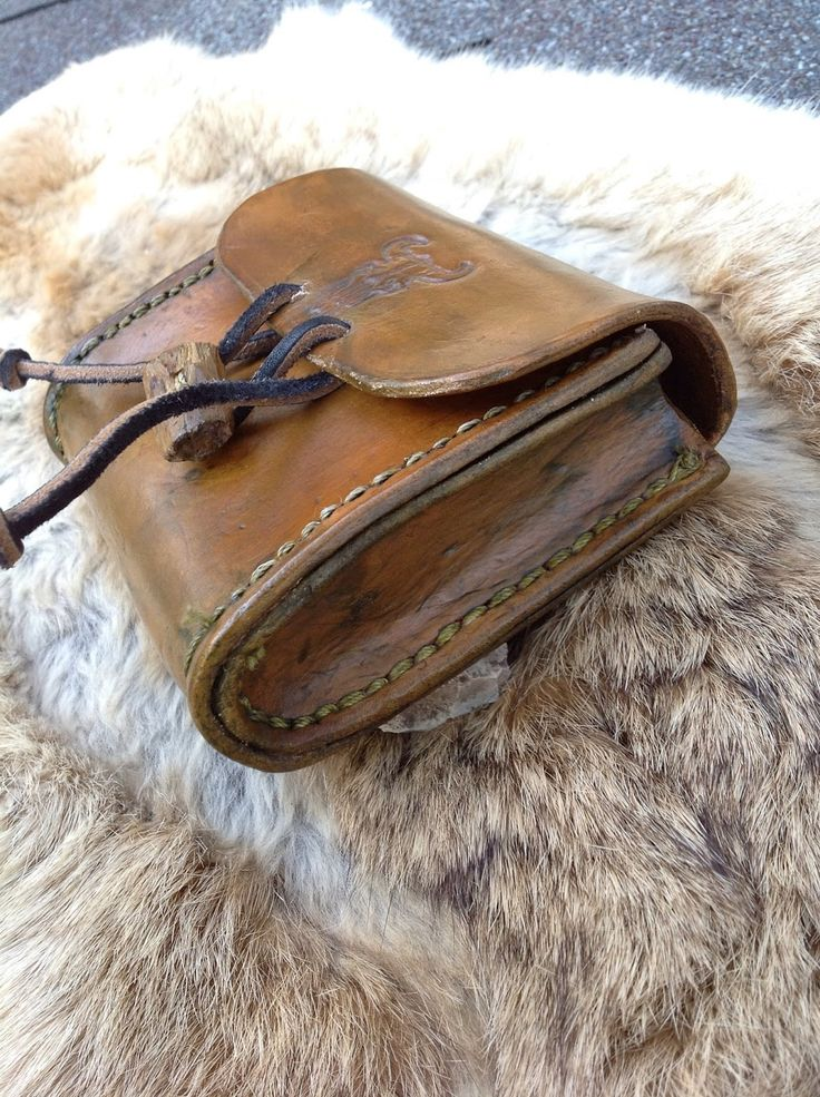 Backwoods Badger: Leather Projects  I love this pouch. I think I'll try & make something similar!