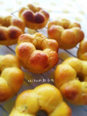 「黄色がかわいい♪かぼちゃのミニリングパン」chiko | お菓子・パンのレシピや作り方【corecle*コレクル】