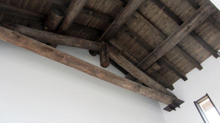 Particolare del soffitto recuperato #travi #ristrutturazione #uffici #architettura