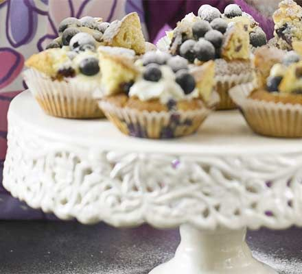 Some bank holiday baking fun for all the family. Or why not make them for a last day of term treat?