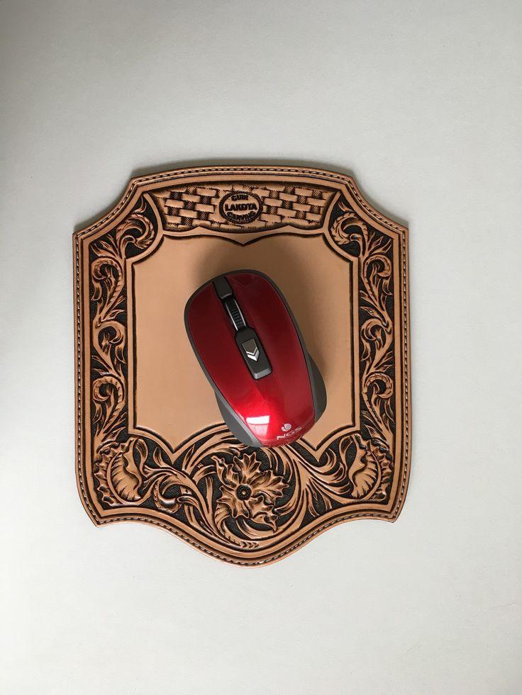 Tapis de souris en cuir repoussé avec motif shéridan sculpté : Accessoires de maison par lakota-cuir