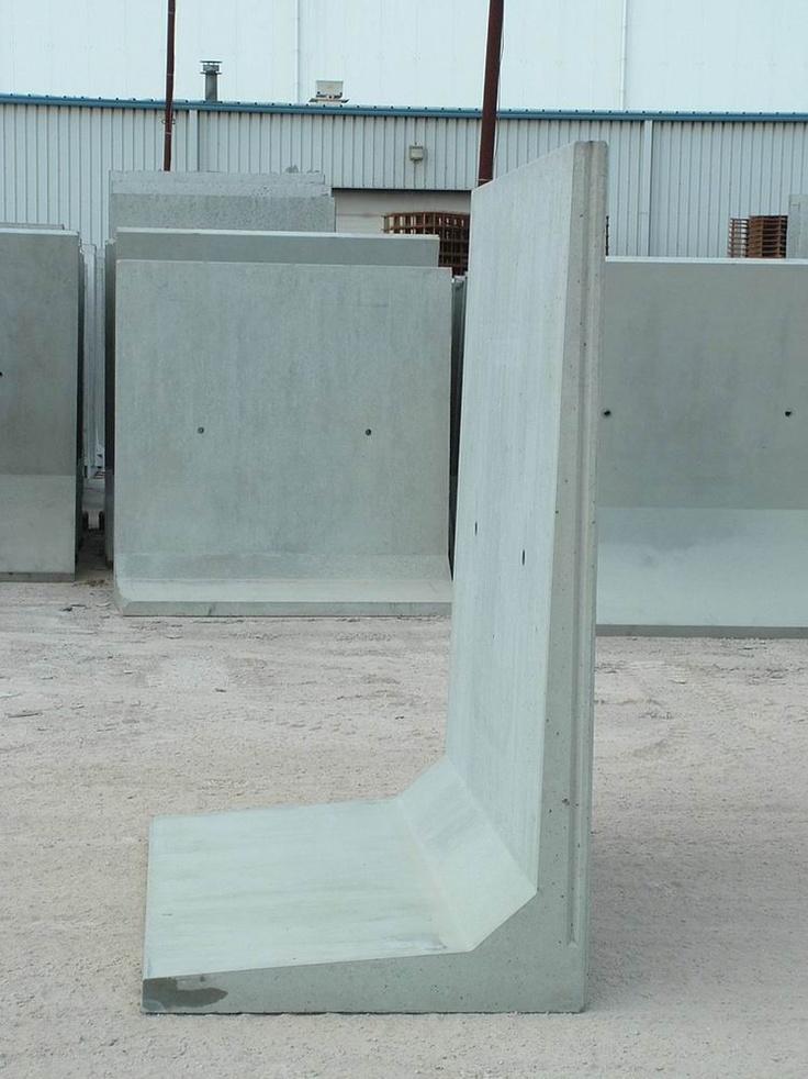 Betonnen keerwand 200 cm hoog en 200 cm lang