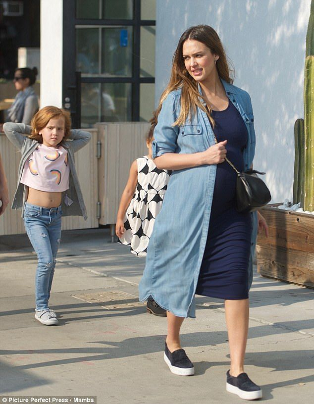 Pregnant Jessica Alba And Family At