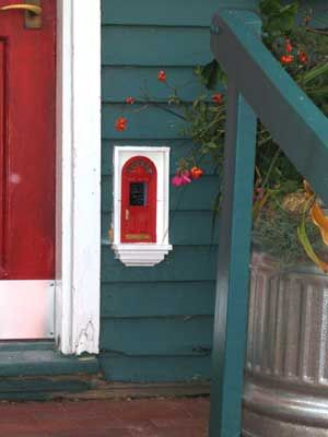 Fairy Door in Ann Arbor, MI at Red Shoes This would be awesome as a post box: Red Doors, Fairies Doors Colors, Doors So, Fairies Gardens, Fairies Houses, Front Doors, Minis Doors, Anne Arbors, Fairy Doors