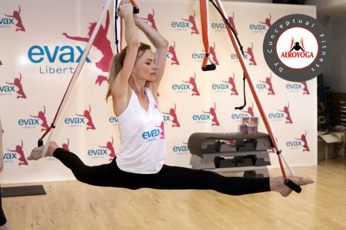 LA TOP MODEL VERONICA BLUME PRACTICA METODO AEROYOGA® EN EL EVENTO EVAX LIBERTY #AEROYOGA #AEROPILATES #WELOVEFLYING #yoga #body #acro #fly #tendencias #belleza #moda #ejercicio #exercice #trending #fashion #teachertraining #wellness #bienestar #aeroyogastudio #aeroyogaoficial #aeroyogachile #aeropilatesmadrid #aeropilatesbrasil #aeropilatescursos