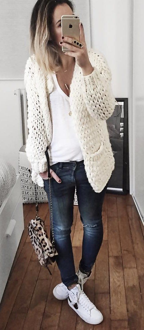 White knit cardigan & t-shirt, skinny jeans, switch to taupe/black or camel booties, leopard handbag