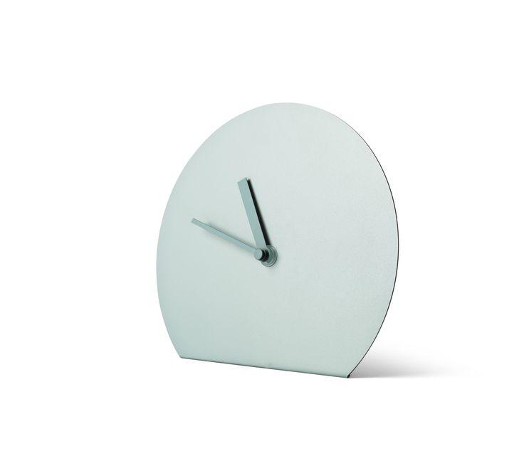 Ora exacta vine intr-un design minimalist si in culori Scandinave. Mai multe alternative pentru ceasul Steel Stand gasesti pe SomProduct! #InspiringComfort #design #clock #intime