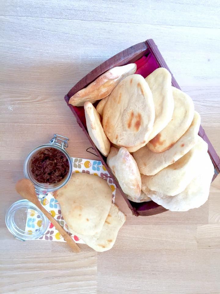 recette simple et rapide de petits pains libanais pour accompagner un houmous ou une tapenas