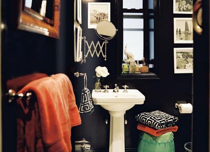 salle de bain murs noirs