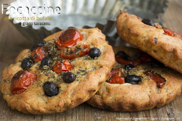 Senza glutine...per tutti i gusti!  focaccina di grano saraceno con ricotta di bufala, pomodorini e olive