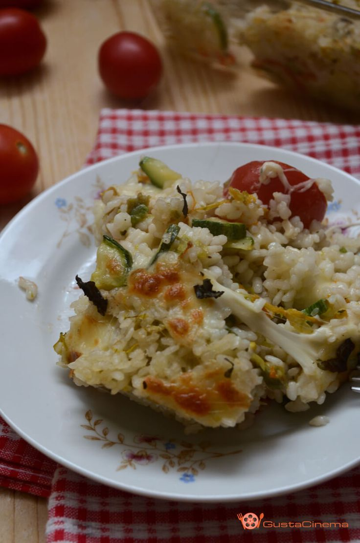 Pasticcio di riso, zucchine e pomodori dal cuore filante, gustosa e facile da…