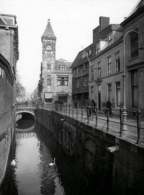 De Drift jaren 30, met zicht op het Pietas gebouw op de hoek met de Nobelstraat (Foto HUA).