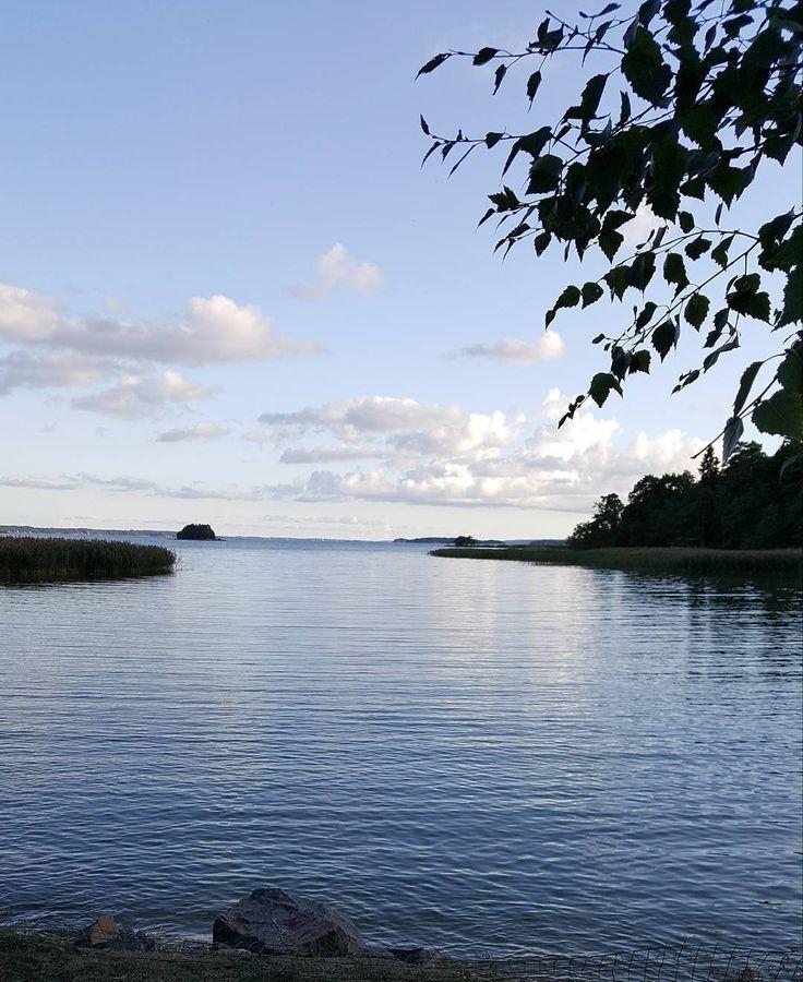 Illanrauhaa. Sielu lepää. #turku #åbo #visitturku #kissmyturku #elokuu #august #illanrauha evening #ruissalo #seawiev #landscape #luonto #nature #naturelover #lifestyleblogger #nelkytplusblogit #åblogit #ladyofthemess