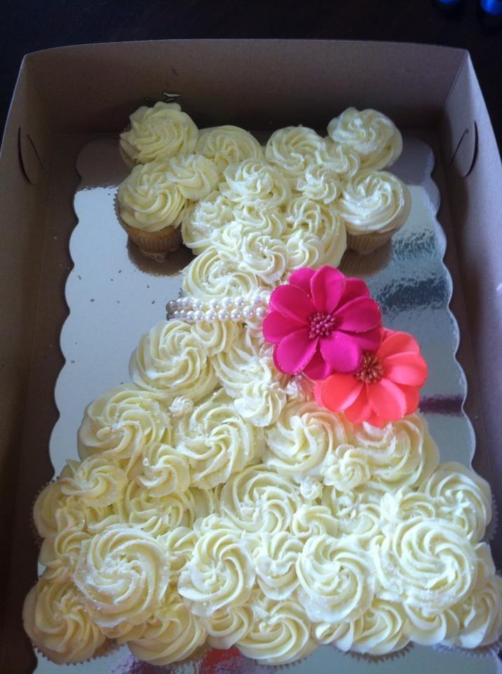 Wedding dress cupcake cake gourmetsnacking for Wedding dress cupcake cake