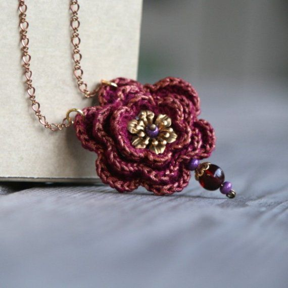 Rose is Rose - necklace with crocheted motif