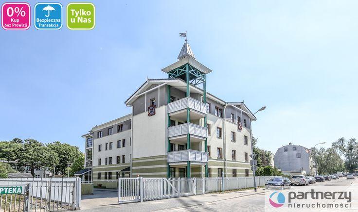 Apartament w sercu Sopotu! Usytuowany jest na parterze, w 3-pietrowej kamienicy. Budynek ogrodzony, otoczony zielenią, monitorowany.