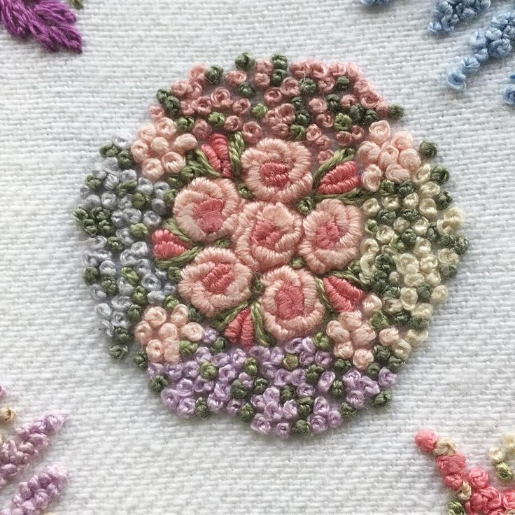 #mywork #Embroidery #embroidery #embroideryart #embroideryflowers #DMCembroidery #garden #rose #green #pink #instagood #interior #artwork #heart #beautiful #flowers #flowerdesign #blue #ao303#handembroidery #deco #花 #花畑 #クチュリエ #春 #ハンドメイド好きさんと繋がりたい #薔薇 #花束 #手刺繍 #atelierao