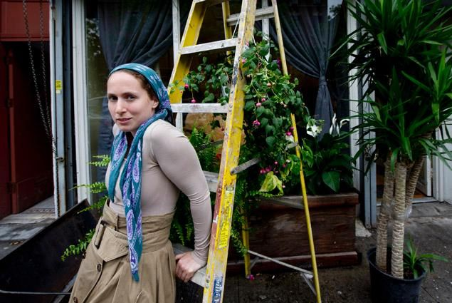 Chani Frankel, owner of Mimulo flower shop in Crown Heights. (Joe Marino for New York Daily News)