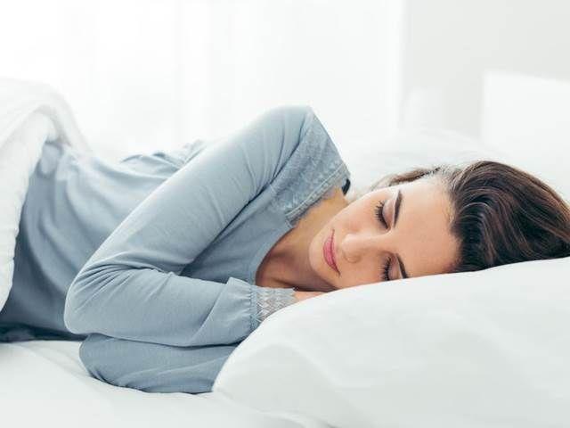 Více spánku pomáhá kontrolovat chutě k jídlu