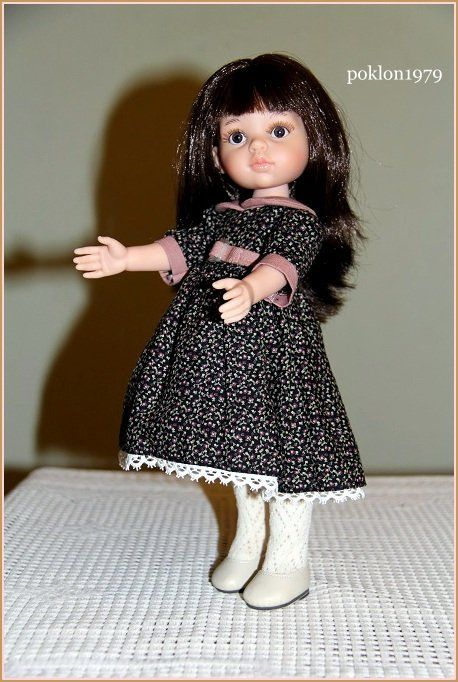 Cute and looks like old one dress for Paola Reina doll