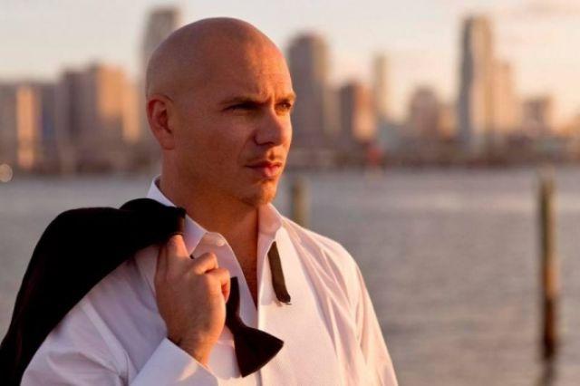 Rapero Pitbull agradece a Dios tras enviar jet privado en misión de rescate a Puerto Rico #NoticiasCristianas #Dios
