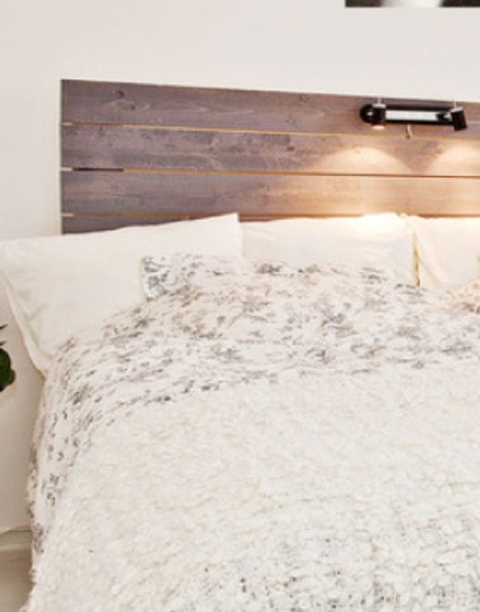 Sänggavel i fin bets.