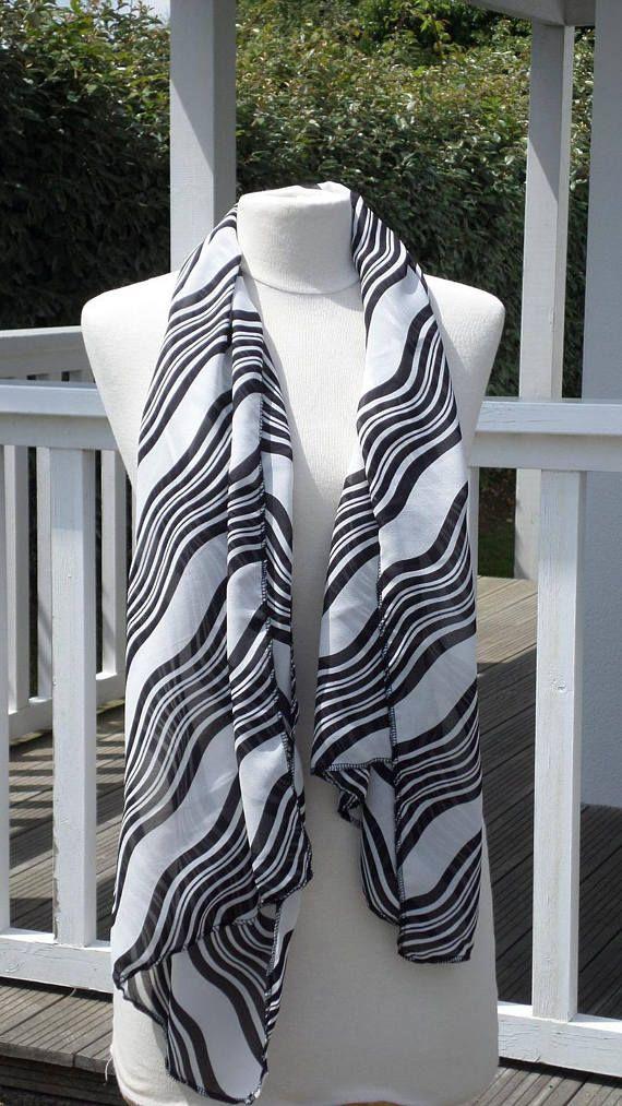 22606d02c306 Etole écharpe foulard femme noir et blanc agréable   écharpe femme ...