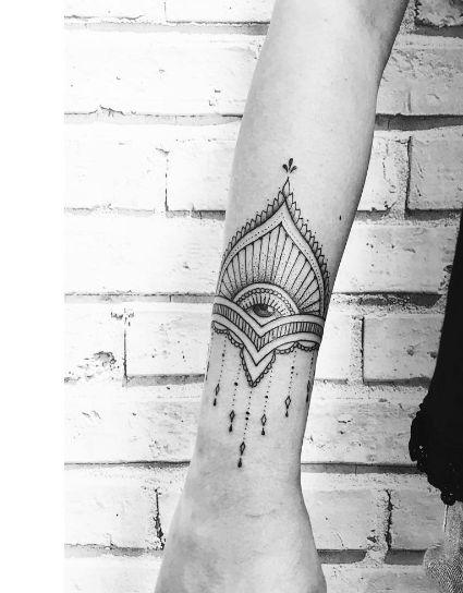 tatouage oeil avant bras