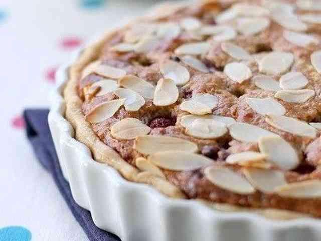 ラズベリーのアーモンドタルトケーキの画像