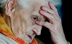 Pengobatan alzheimer secara alami >> Alzheimer bukanlah sebuah penyakit menular. alzheimer adlah gangguan yang terjadi pada otak sehingga membuat penderitanya mengalami gangguan pada ingatannya. biasanya alzheimer ini terjadi di usia lanjut.