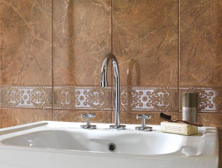 Marmori sopii niin suuriin kuin pienempiinkin  tiloihin. Royale-sarjan kuvioitu seinäkaakeli R2ZF L Venato (10 x 25 cm). sekä R2UD Venato (25 x 76 cm). Värisilmä, http://kauppa.varisilma.fi/laatat/seinalaatat/royale/ #kylpyhuone #marmori