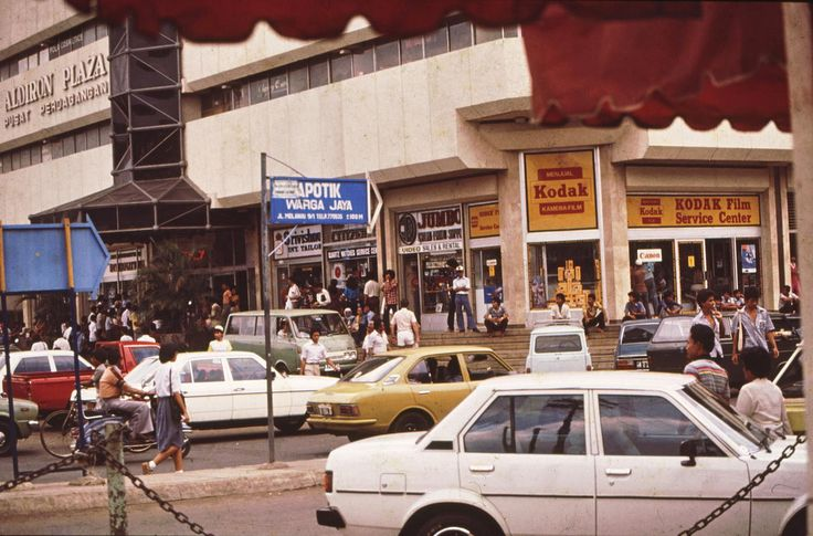 Heritage from The Past.. My crowded Aldiron Plaza.  Blok M at 1983.
