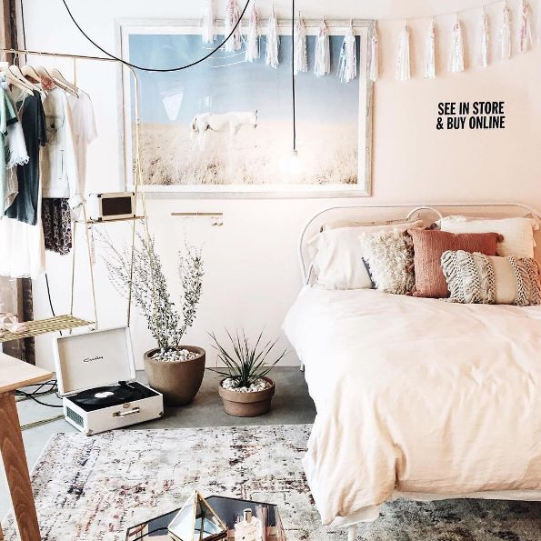Urban Outfitters bedroom    shop the look  Plum   Bow Tassel Garland Banner. Best 25  Urban outfitters bedroom ideas on Pinterest   Urban