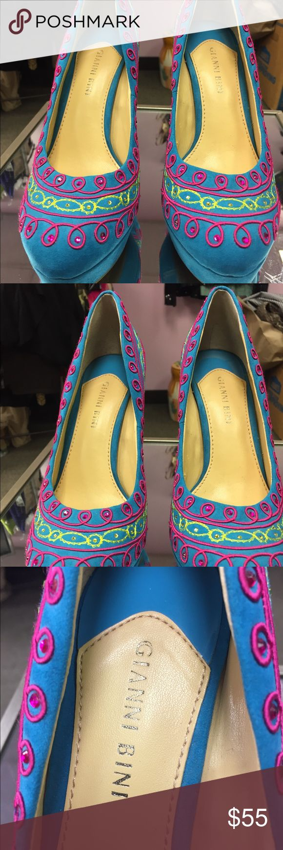 Ladies shoes/Gianni bini Turquoise suede heel with fusha and yellow deco excellent condition Gianni Bini Shoes Heels