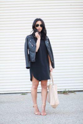 Маленькое черное платье, байкерская куртка, босоножки nude.