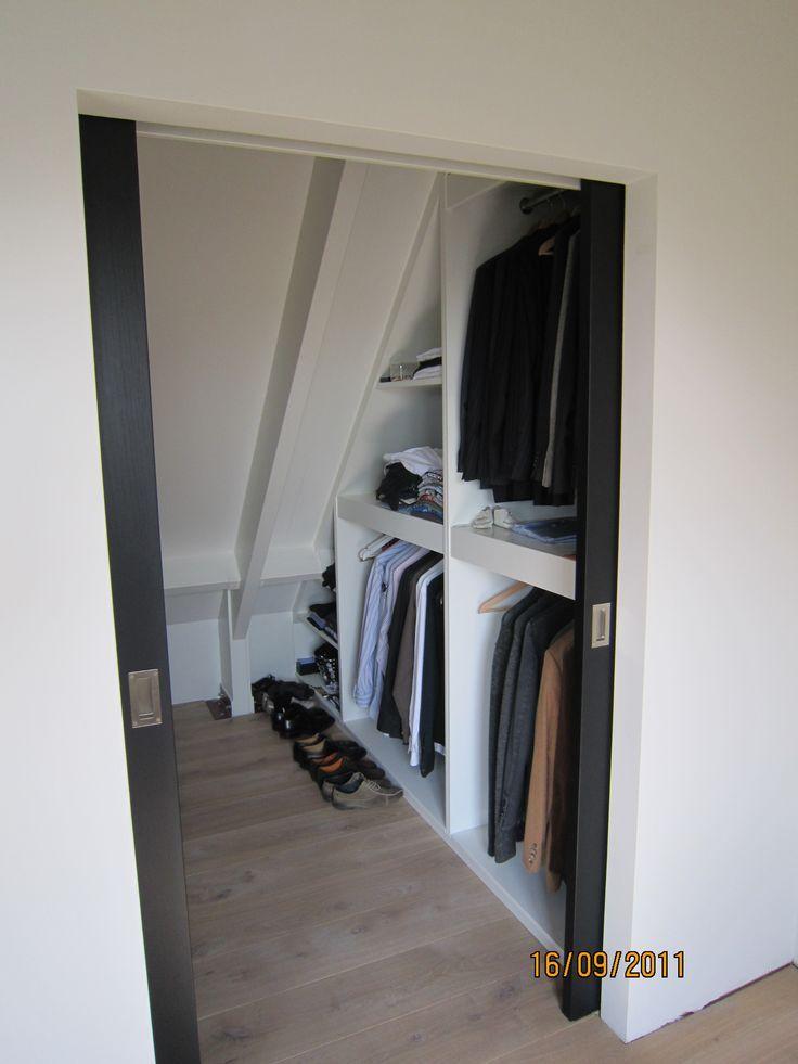 Walk in closet voor op zolder.